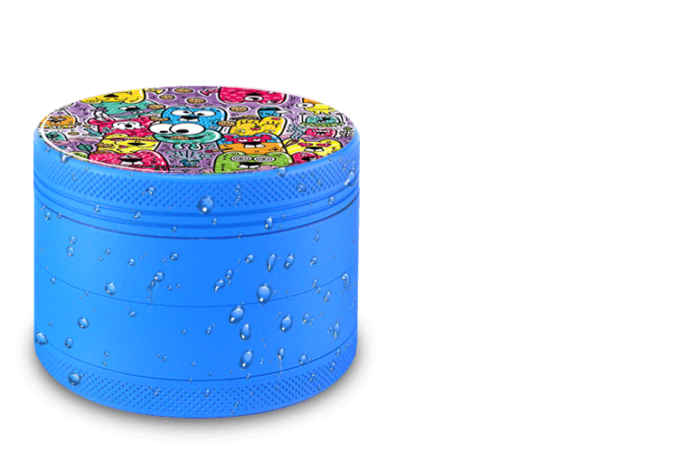 Candy Blue Giyotin Grinder with water drops on the stain-resistant ceramic surface. On the Top part there is a cool cartoon street art desgin by Angry Koalas and HKDN.