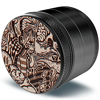 Side View of a 4 Piece Flight Aluminium Cannabis Grinder in Onyx Black. This herb grinder has a cool and dark psychoactive comic artwork of the designer Michael Henderson and a size of ø 2.5 inch | 63 mm. In addition you can easily see the shiny steel surface of the anodised aircraft aluminum.